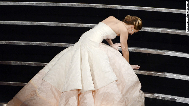 130225000211-oscar-photos-jennifer-lawrence-falls-horizontal-gallery